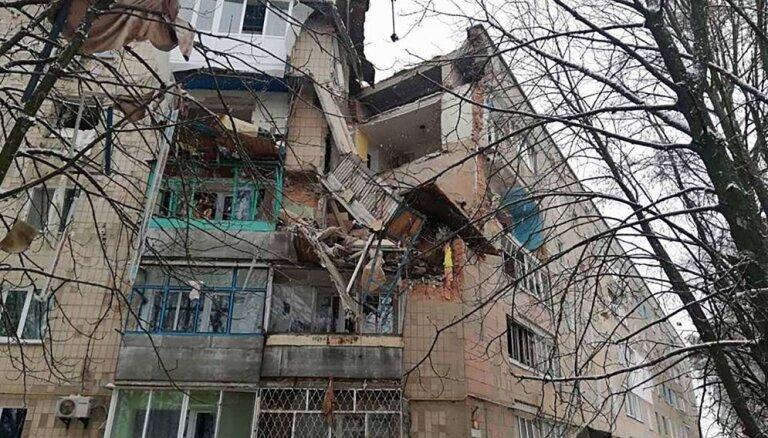 Ukrainā gāzes sprādzienā daļēji sabrūk piecstāvu blokmāja
