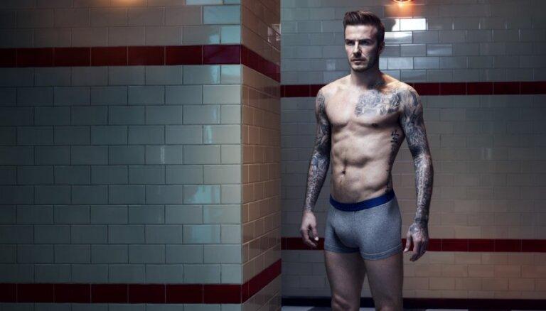 Knapi tērpts Devids Bekhems jaunajā H&M kampaņā