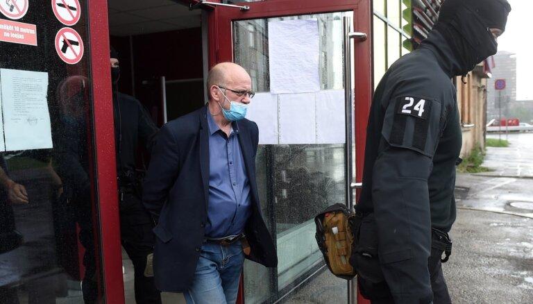 Bažās par Ādamsona veselības stāvokli 'Saskaņa' aicina pārskatīt viņa apcietināšanu