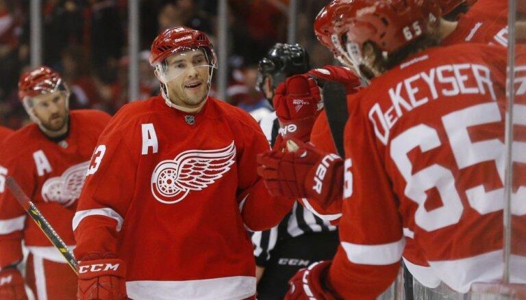 """Дацюк делает 600-ю результативную передачу в НХЛ, """"Питтсбург"""" громит """"Детройт"""""""