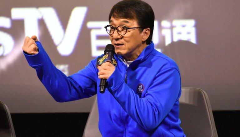 Джеки Чан пообещал миллион юаней за создание лекарства от коронавируса