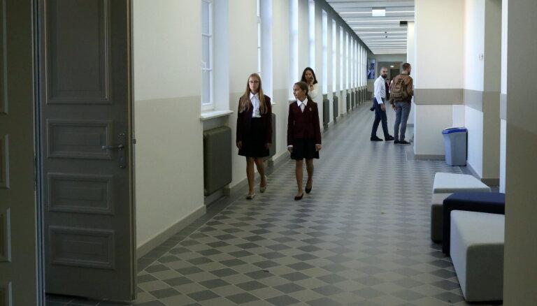 Буров: Ремонт школ в Риге завершится до начала учебного года