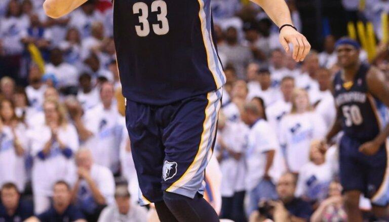'Grizzlies' un 'Heat' basketbolisti kļūst par NBA pusfinālistiem
