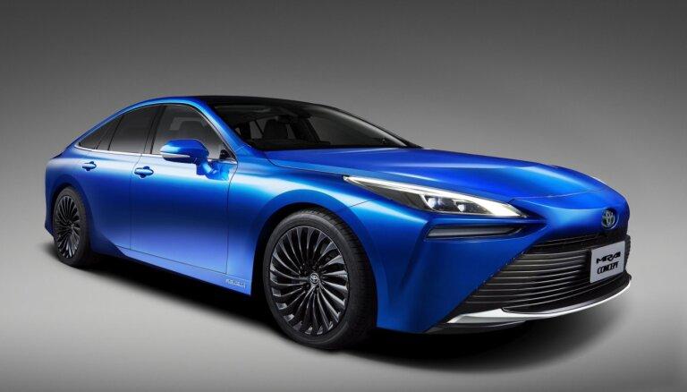 'Toyota' parādījusi ūdeņraža modeļa 'Mirai' jauno paaudzi