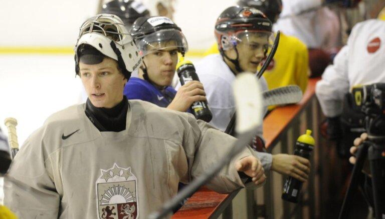 Latvijas U-20 izlases hokejisti sāk cīņu par palikšanu PČ augstākajā divīzijā