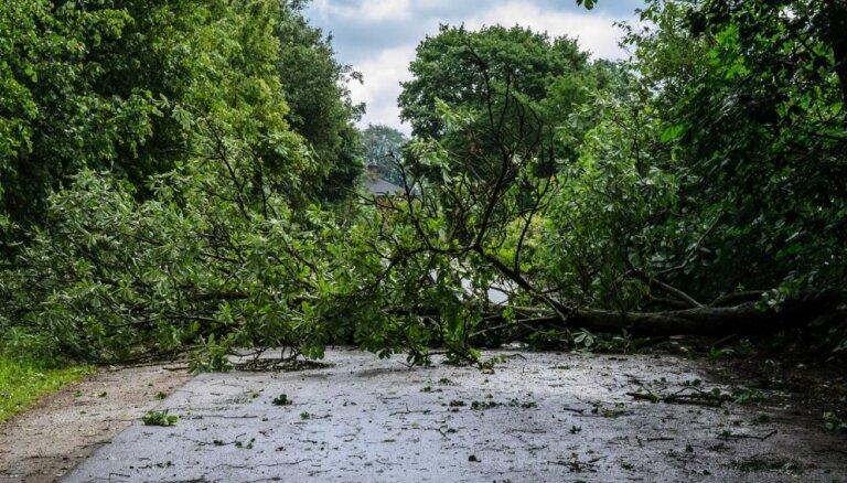 Spēcīgā lietus dēļ VUGD devies uz 50 izsaukumiem