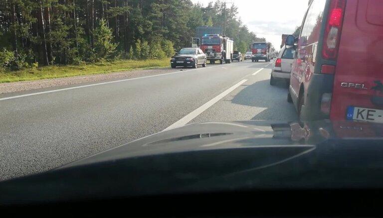 Video: Vairāku auto sadursme netālu no Jūrmalas