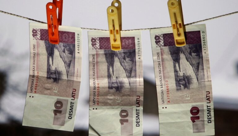 Lietuvas pilsonis ar 20 latiem mēģina atpirkties par ātru braukšanu