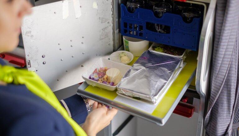 'airBaltic' aizkulisēs: kā maltīte nonāk uz lidmašīnas klāja