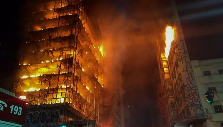 Video: Brazīlijā sagrūst liesmu apņemta 26 stāvu dzīvojamā ēka