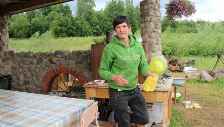 'Lauku sētas' Ingūna noliedz slaucējas dekodera zagšanu