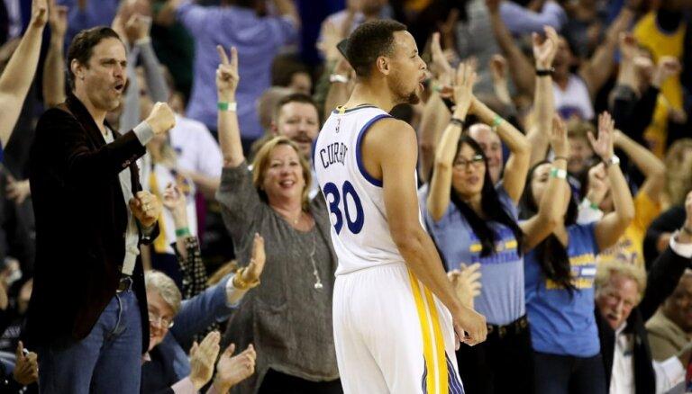 'Warriors' kļūst par pirmo NBA komandu, kas trīs sezonas pēc kārtas izcīna 65 uzvaras