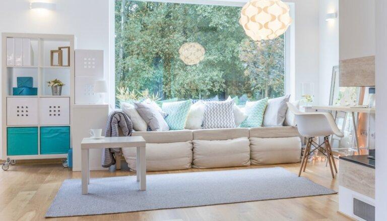 Kur likt galdu un dīvānu – praktiski padomi viesistabas iekārtošanai