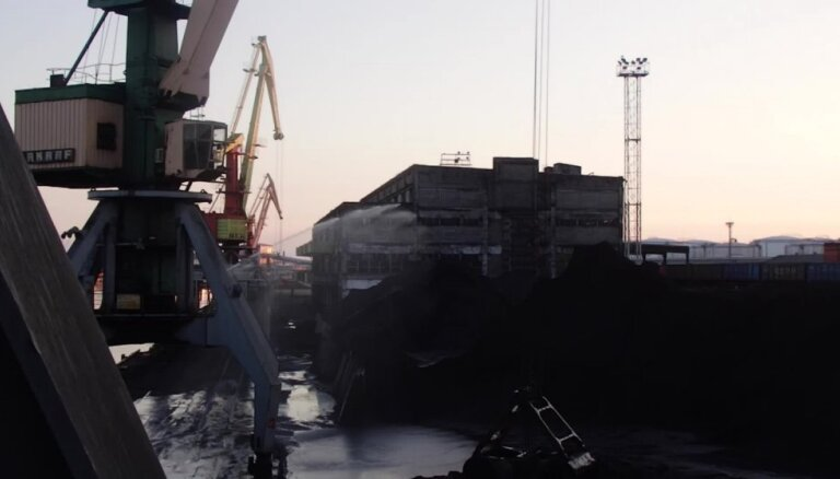 Vides sargi ar Ventspils iedzīvotājiem pārrunās ogļu iekraušanas darbu radītās problēmas