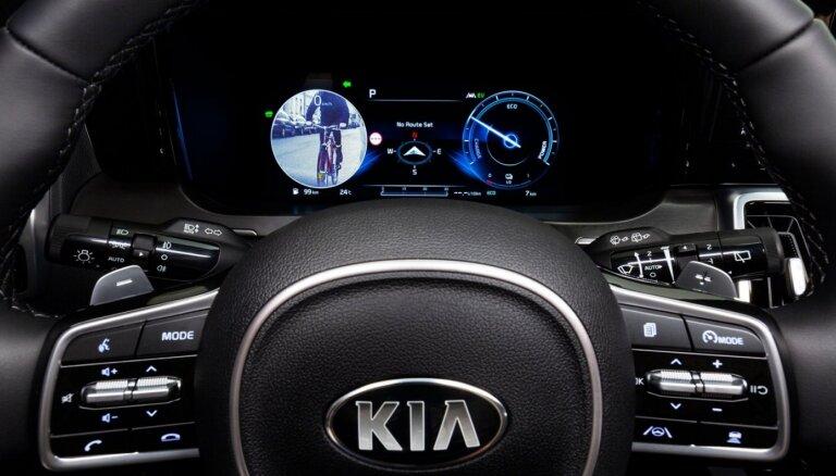 Jaunajā 'Kia Sorento' aklās zonas uzraudzīs ar digitāla displeja palīdzību