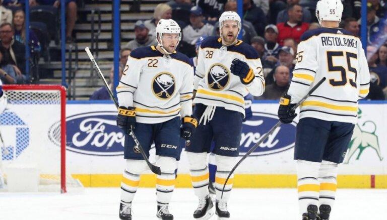 Girgensonam rezultatīva piespēle NHL spēlē; Bļugers nespēlē