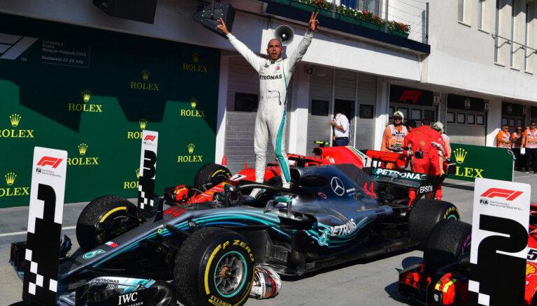 Hamiltons triumfē Krievijas 'Grand Prix' un tuvojas F-1 čempiona titulam
