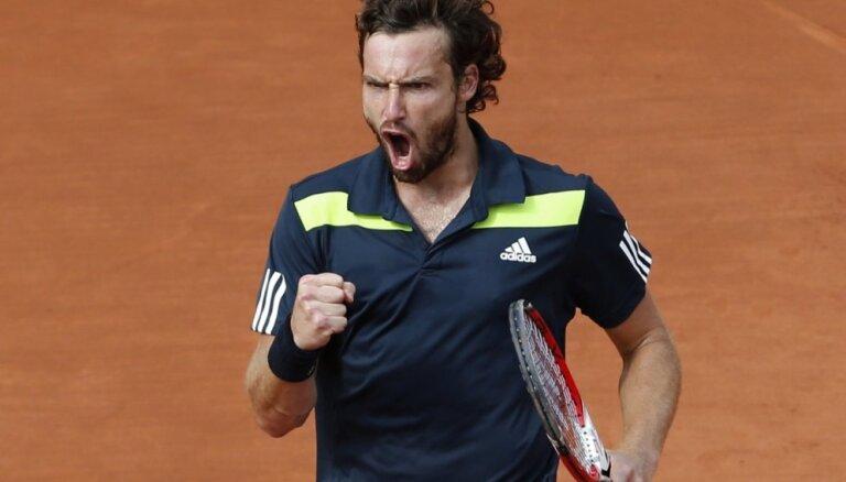 Gulbim cīņa pret Džokoviču par iekļūšanu 'French Open' finālā