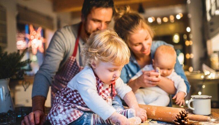 Опрос: 40% жителей Латвии в этом году намерены больше времени проводить с семьей