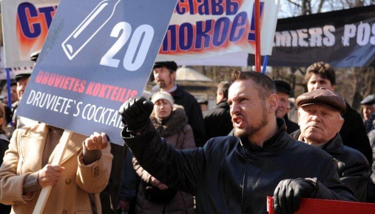 ФОТО: Защитники русских школ требуют отставки Друвиете