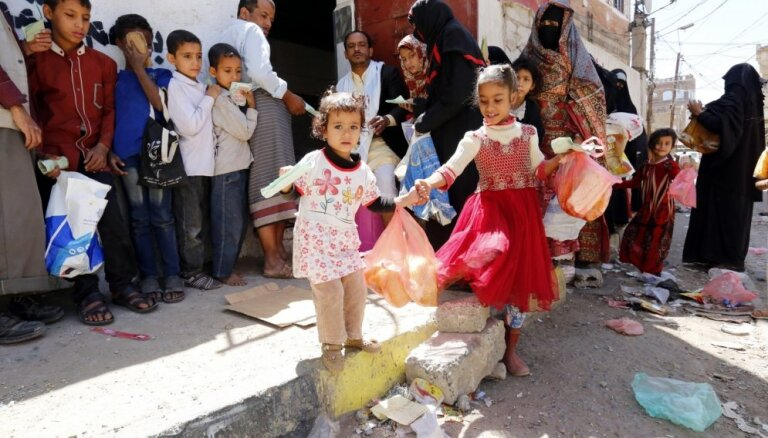 Miljoniem bērnu Jemenā draud bads, brīdina organizācija