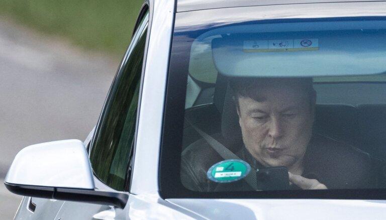 'Tesla' ies Krievijas tirgū; 'AvtoVAZ' – par 'Lada' konkurentu tā nespēs kļūt