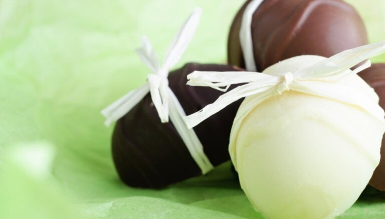 Как приготовить шоколадные яйца, если под рукой нет формочки