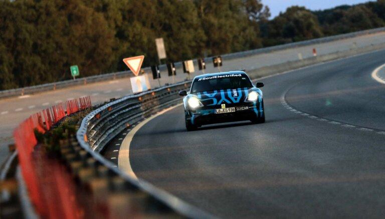'Porsche' elektromobilis 'Taycan' diennaktī nobraucis 3425 km