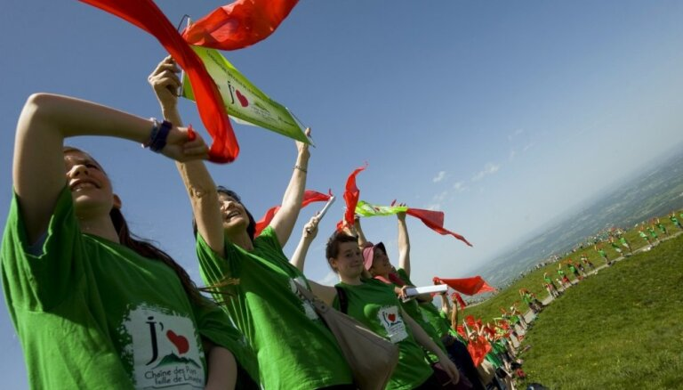 Foto: Baski izveido 123 kilometrus garu dzīvo ķēdi, iestājoties par lielāku pašnoteikšanos
