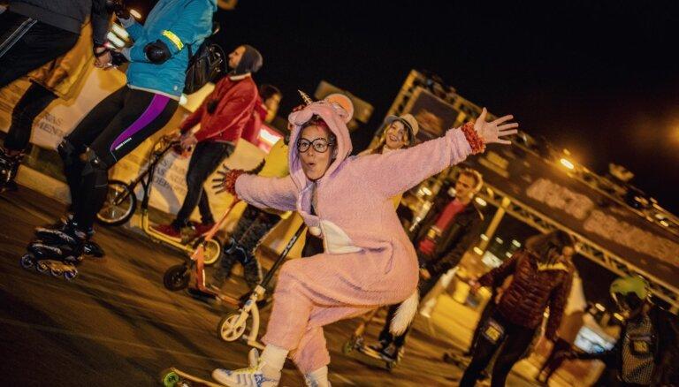 """ФОТО: В """"Ночном заезде"""" на ул.Краста приняли участие более 5000 человек"""
