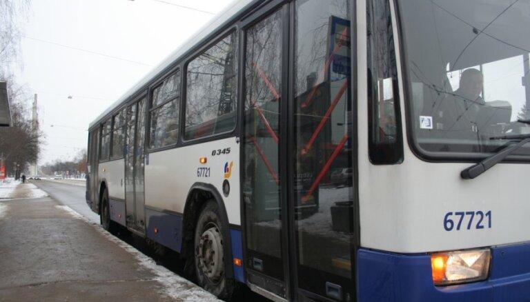 Par motociklista nāvējošu notriekšanu 49. autobusa šoferim piespriež nosacītu brīvības atņemšanu