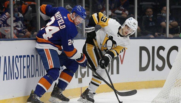 Bļugera virknējums spēles galotnē izrauj 'Penguins' otro 'play-off' uzvaru
