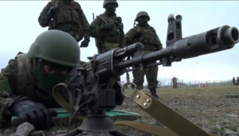 Krievija pie Igaunijas un Latvijas robežas rīko desantnieku mācības