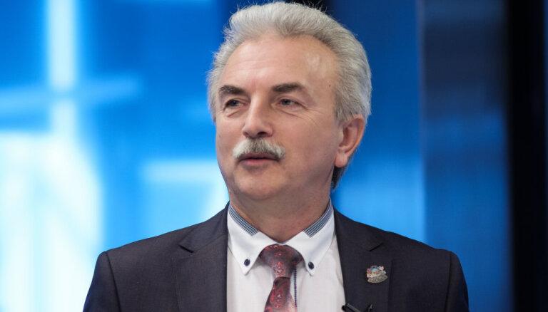 Satversme neparedz 'pagaidu Saeimas prezidiju', pārliecināts Kūtris