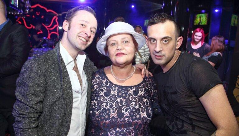 Dedzīgākā Latvijas TV šovu fane – Aldas kundze