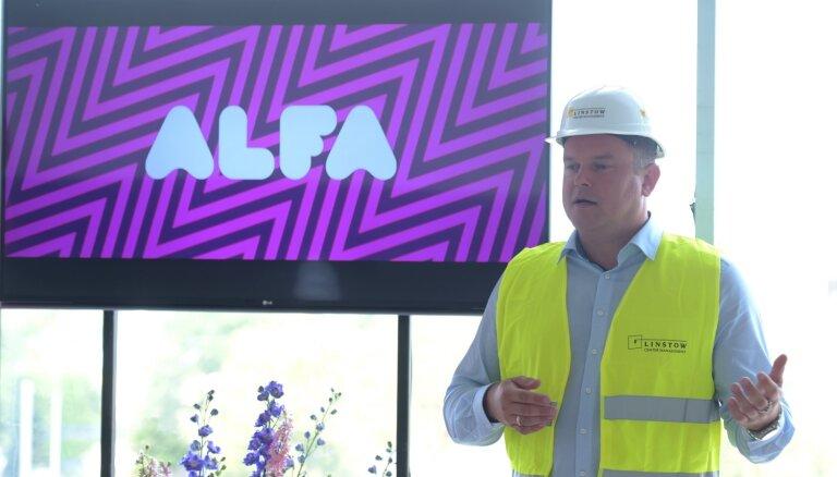 Foto: Ieskats tirdzniecības parka 'Alfa' jaunbūvē; prezentēts jaunais logo