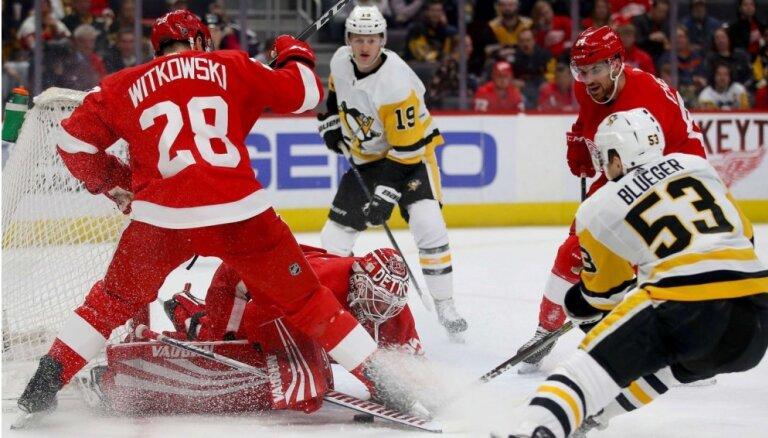 Bļugera 'Penguins' piedzīvo zaudējumu; Girgensons paliek rezervē 'Sabres' spēlē