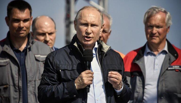 Путин прилетел в Крым и запустил две ТЭС — Балаклавскую и Таврическую