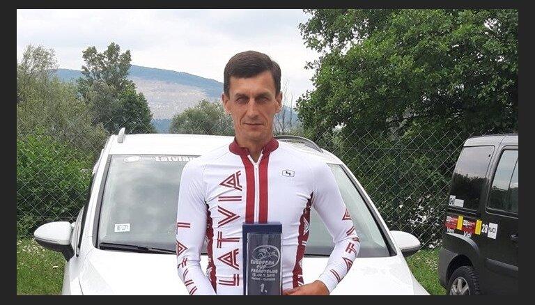 Parariteņbraucējs Gailišs uzvarējis Eiropas kausa posmā Slovākijā