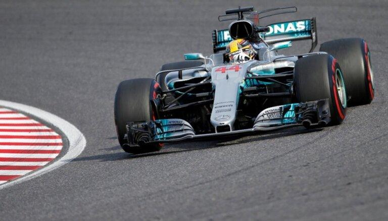 Hamiltons triumfē Japānas 'Grand Prix' un tuvojas savam ceturtajam titulam