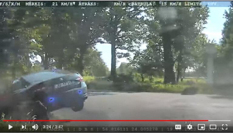 ВИДЕО: Несовершеннолетний на BMW удирал от полиции и въехал в канаву