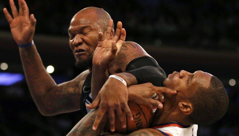 'Knicks' bez veselības problēmu māktā Porziņģa piekāpjas 'Magic' komandai