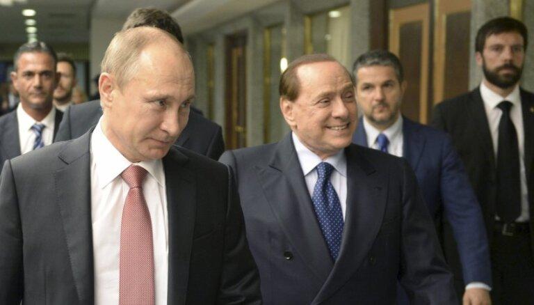 Putins un Berluskoni tiekas Krimā