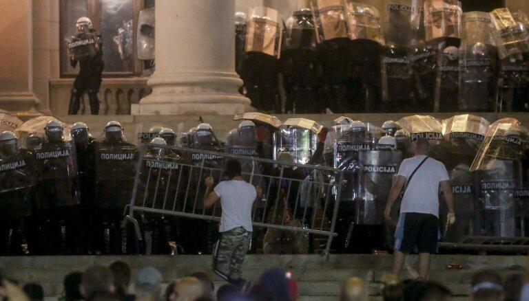 Serbijā ceturto dienu turpinās protesti
