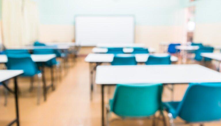 Переманивают учителей: перед новым учебным годом школы переживают острый кадровый голод