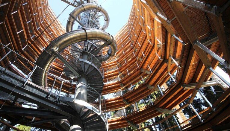 Pieci spirālveida skatu torņi, kas izceļas ar savu konstrukciju un unikālajiem skatiem