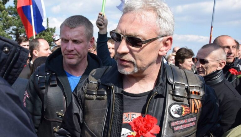 AT atstāj prokremlisko motociklistu kluba pārstāvi Lakatošu 'melnajā sarakstā'