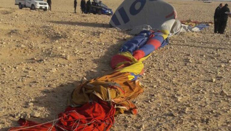 Ēģiptē gaisa balona avārijā iet bojā tūrists