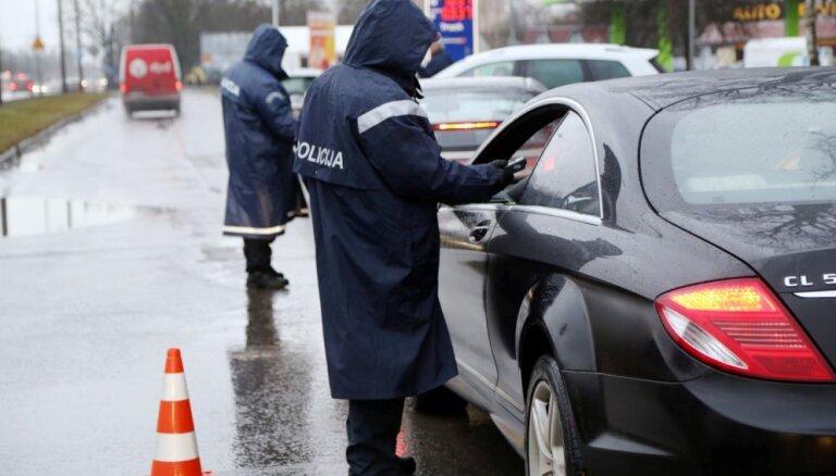 Piektdien Latvijā alkohola reibumā pieķerti 14 šoferi