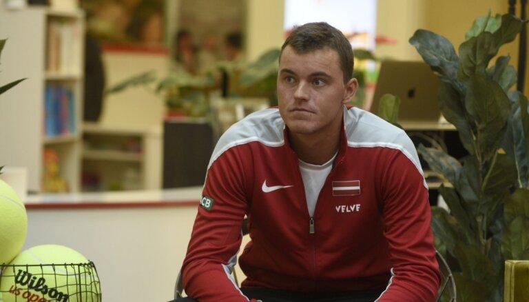Latvijas tenisa komandu pārsteidz Podžus 'dezertēšana'